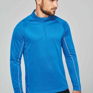 man in blauw sportshirt lange mouwen