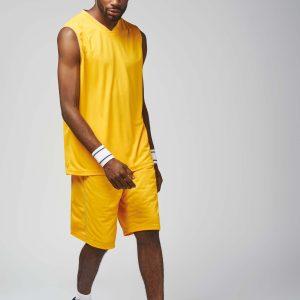 man in basketbal hemd
