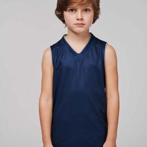 kind draagt basketbal top blauw
